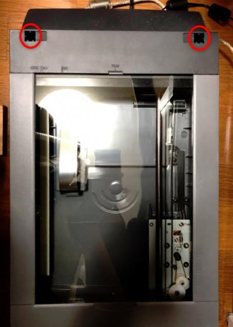 フィルムスキャンできるスキャナーが欲しいので現行機種と中古機種を比較・検討してみる その5 CanoScan 9950Fの分解と清掃 ネジ穴位置